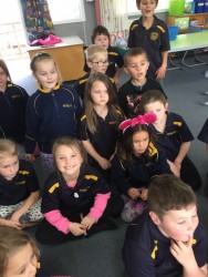 Room 14 watching Elliots experiment 2
